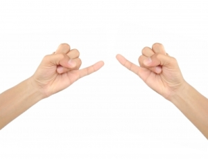 Try extending your little finger to the same length of your index finger.